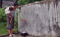 Cả thôn phải dùng nước bẩn