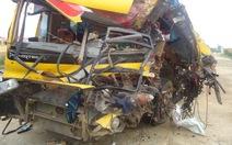 Xe khách tông xe tải đậu ven đường, 1 người chết