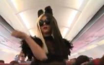 """Tranh cãi quanh clip """"Lady Gaga nhảy trên máy bay VN"""""""