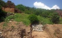 Khảo sát kiến trúc cổ vừa phát hiện dưới tháp Chăm