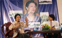 Bà Tôn Nữ Thị Ninh nói chuyện với sinh viên Huế