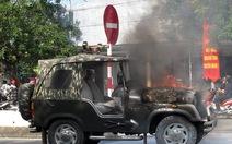Ôtô đang chạy bốc cháy