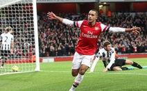 Arsenal giành 3 điểm trong cơn mưa goal tại Emirates