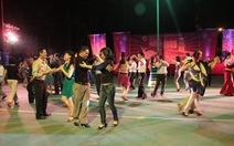 Gần 1.000 người tham gia vũ hội Chào năm mới