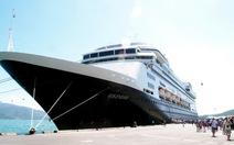 Tàu biển Volendam đưa 1.400 khách xông đất Nha Trang