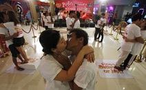 Kỷ lục nụ hôn lâu nhất trong ngày Valentine