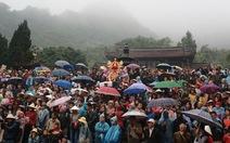 Hàng chục ngàn người trẩy hội chùa Hương