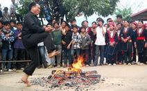 Đầu xuân xem người Dao nhảy lửa