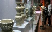 Khách tham quan sững sờ ngắm di sản văn hóa Phật giáo VN