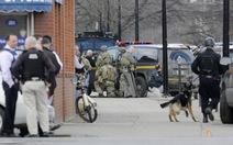 Mỹ truy lùng kẻ xả súng giết 4 người