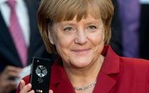 Điện thoại Batman dùng không bằng smartphone của Thủ tướng Đức