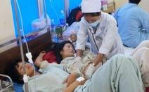 Ăn cưới, 12 người nhập viện nghi do ngộ độc