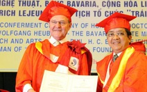 Phong tặng danh hiệu tiến sĩ danh dự hai người Đức
