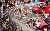 Tưng bừng té nước tại Thái Lan