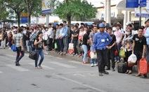 """Hà Nội: Nhà xe đua nhau """"chặt chém"""" hành khách dịp lễ"""