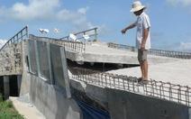 Đường dẫn vào cầu mới xây đã sụp