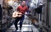 Quay clip ca nhạc đầu tiên trong không gian