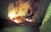 Phát hiện các hang động thẳng đứng ở Phong Nha