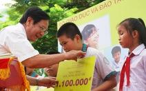 Gần 1.600 học sinh tiểu học vượt khó nhận học bổng