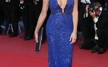 """Sao Cannes 2013 """"nóng"""" với thời trang hè - thu 2013"""