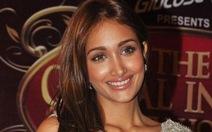 Nữ diễn viên Bollywood tài năng 25 tuổi treo cổ tự tử?