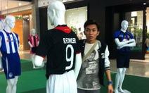 Xem người Thái tiếp thị bóng đá