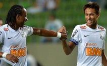 CĐV đối phương tán dương Neymar