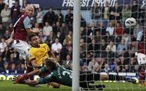 Arsenal ngược dòng ấn tượng tại Upton Park