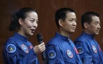 Nữ phi hành gia Trung Quốc khai gian tuổi?