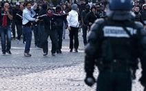Bạo lực cắt ngắn đêm ăn mừng của PSG