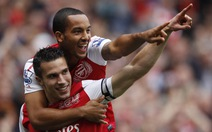 "Van Persie ""cứu"" Arsenal"