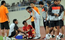 Trật khớp ngón chân, Công Vinh chia tay VFF Cup