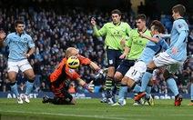 Hủy diệt Aston Villa, Man City chiếm ngôi đầu