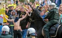 200 CĐV bị bắt trong trận derby vùng Ruhr