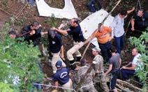 Xe buýt lao xuống khe núi, 18 người thiệt mạng