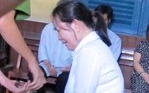 Vợ CSGT đầu độc chồng khóc nức nở xin giảm án