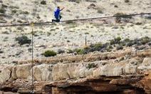 Đi dây qua hẻm vực Grand Canyon