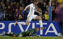 Bàn thắng Torres kết liễu Barca không việt vị