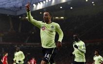 Chicharito giúp M.U thắng nghẹt thở Newcastle