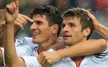 Gomez lập hat-trick giúp B.M lên đầu bảng