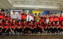 Hạnh phúc chào đón tuyển nữ Việt Nam trở về!