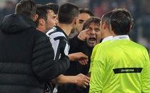 Chỉ trích trọng tài, thầy trò HLV Conte bị phạt nặng
