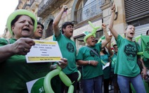 Thủ tướng Tây Ban Nha đối mặt áp lực từ chức