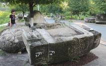 Mỏi mòn chờ phục dựng mộ cổ 300 năm