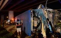 Xe tải tông xe buýt ở Thái Lan, 19 người chết