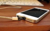 Apple: nên dùng sạc nguồn chính hãng tránh rủi ro