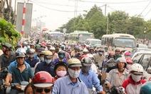 Ngã tư Bình Triệu tiếp tục kẹt xe vì sửa đường
