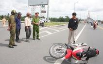 Bắt đối tượng tông xe vào công an