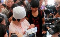 Bắt 1 bác sĩ Trung Quốc chuyên bán trẻ sơ sinh