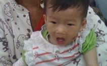 """Bệnh tật """"bủa vây"""" bé 14 tháng tuổi"""